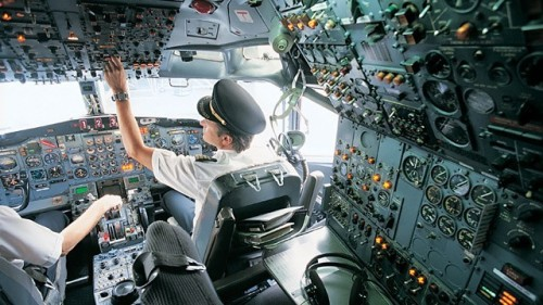 Gty_pilots_cockpit_airliner_ll_120718_wg